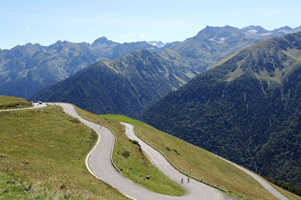 Haute Route Pyrenees 2017 – mountain cycling at its best but with easier logistics