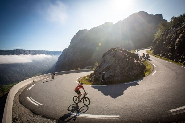 Teamwork a Key for Success in Stage 2 of Haute Route Norway